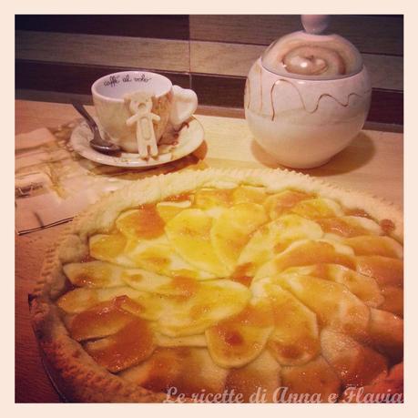 Crostata con mele e marmellata di albicocche