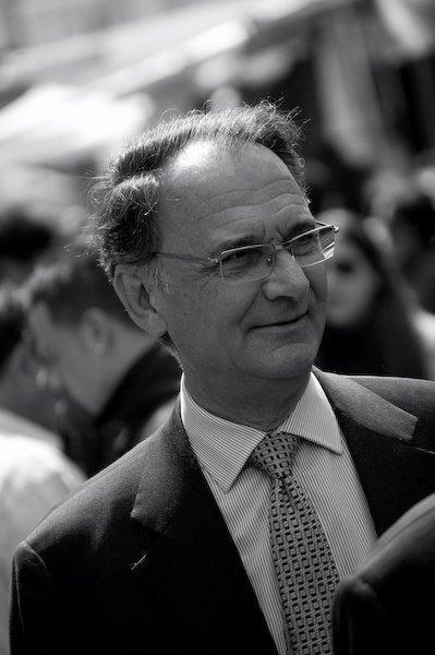 ECCO CHI E' IL POLITICO CHE CERCA LE ESCORT IN PARLAMENTO