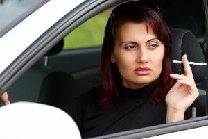 Fumare al volante sarà vietato?
