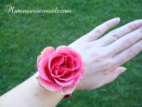 Fai da te braccialetto di primavera con fiori freschi for Avvolgere completamente intorno case di log portico