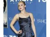 Jennifer Lawrence rischia cadere ancora carpet (video)