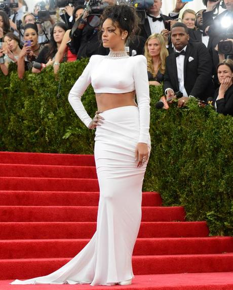 showbiz-met-ball-2014-rihanna
