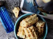 Biscotti salati alle nocciole, miele parmigiano. Pepati.