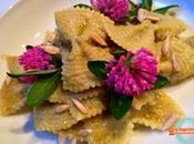 Farfalle rigate risottate crema fave fiori trifoglio