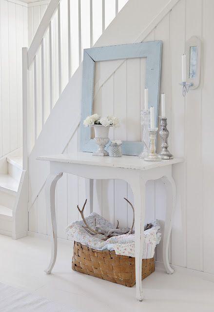 Un arredamento semplice ed originale cornici che decorano for Arredamento b b