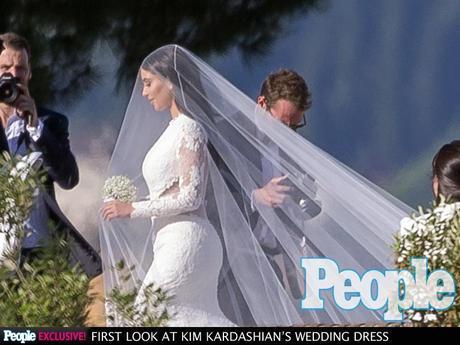 Kim Kardashian e Kanye West, matrimonio blindato a Firenze: le foto e l'abito da sposa