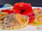 Ravioli ripieni pomodoro fiori papavero