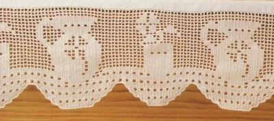 Schemi per il filet bordi per mensole paperblog for Schemi bordure uncinetto per mensole