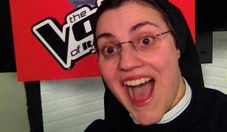 Suor Cristina vince The Voice Italia e recita il Padre Nostro in diretta – video
