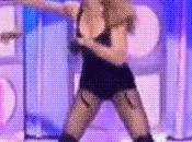 duello mondiale: Shakira sfida colpi chiappe