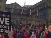 Livorno: centinaia buddisti contestano dalai lama