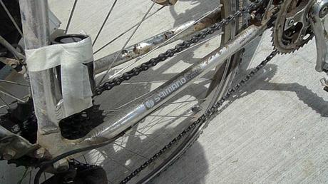 Fotografia stenopeica: con un barattolino, un foro stenopeico e una bicicletta, che si ottiene?