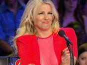 Britney Spears (spaventosa) canta senza auto-tune: video YouTube diventano virali