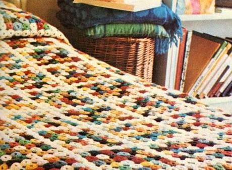 Lavori con l 39 uncinetto la coperta con i cerchietti colorati paperblog - Piastrelle di lana all uncinetto ...