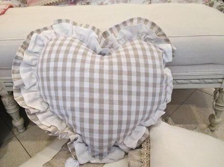 Cuscini shabby chic il romanticismo di una vita paperblog for Cuscini country chic