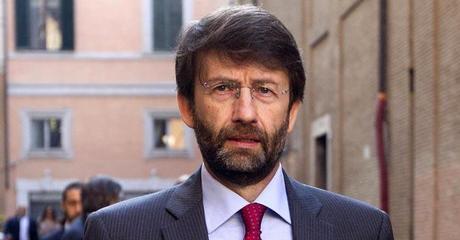 Franceschini e Gino Paoli fanno aumentare (ancora) i prezzi degli iPhone