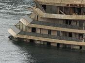 Concordia porto Genova, poco l'attracco finale banchina