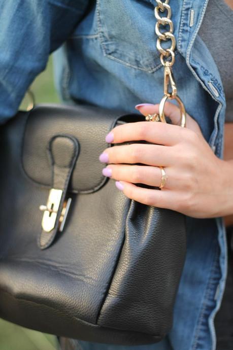 barbara valentina grimaldi fashion blogger_lovehandmade fashion blog_jeans shirt HM_sports bra nike_jeggings_shoes converse_meemaw bag_star ring_nina tra le nuvole