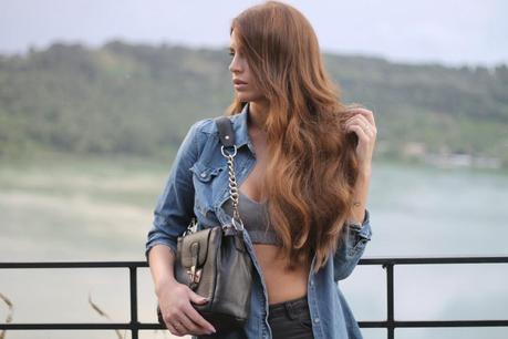 barbara valentina grimaldi fashion blogger_lovehandmade fashion blog_jeans shirt HM_sports bra nike_jeggings_shoes converse_meemaw bag