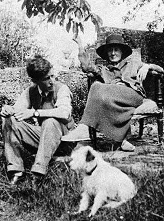 Virginia and Leonard Woolf's XVIIth century retreat: Monk's House and its garden.