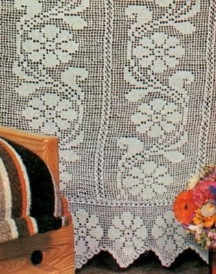 Schemi per il filet tenda con rami e fiori paperblog - Tende abbinate al copriletto ...
