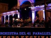L'Orchestra 41° parallelo Negro Festival Pertosa apre concerto Noa, domenica agosto 2014.
