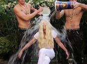Donatella Versace completa l'Ice Bucket Challenge bronzi Riace