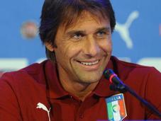 "Antonio Conte: ""Buffon giocherà, posto Sirigu. Problemi Shaarawy"""