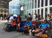 Sono fila l'iPhone vogliono comprarlo!