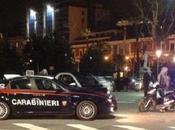 Ragazzo anni ucciso carabinieri Napoli. protesta auto della polizia distrutte