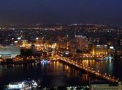 Quando ragazza cammina sola Cairo