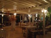 Lontano caos Mykonos, mare, ristorante Pili.