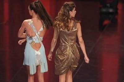 Sanremo 2011: 4° serata - Canalis in Vivienne Westwood, Rodriguez in Fausto Puglisi.