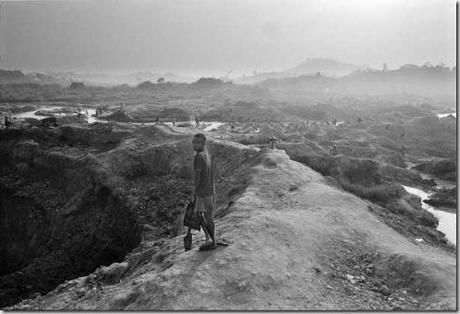 photo by Kadir van Lohuizen / NOOR Diamond matters 2004 Mines in Koidu, Sierra Leone