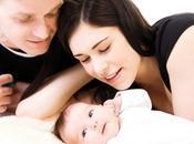massaggio neonatale, coccole stare bene bebè