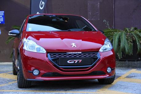 THE LEGEND IS BACK - PEUGEOT 208GTi 30th ANNIVERSARY