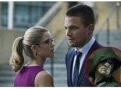 """Arrow scoop bacio, grandi ingressi, Amell molto altro"