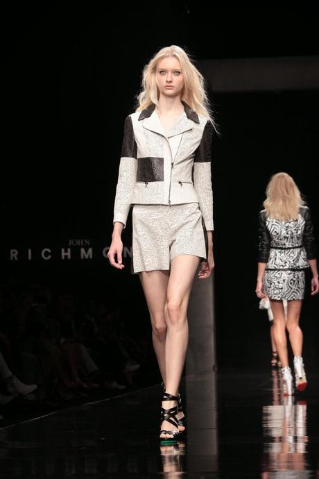 Milano moda donna john richmond p e 2015 paperblog for Studio moda milano