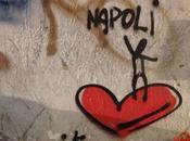 """Street Art, spuntano cuori dipinti muri della città: """"amiamo Napoli"""""""