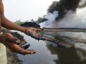 Delta Niger affari delle multinazionali inquinamento dell'ambiente /Senza dire disparità sociali morte