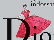 """ragazza indossava Dior"""". Look tutto leggere guardare."""