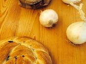 Corona pane intrecciata cipolle fritte