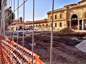 nuova grande piazza pedonale fronte Mattatoio sarà preda della sosta selvaggia? forza, senza arredo urbano...