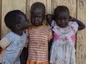 situazione Sudan Uganda, voltare cuore, puoi fare qualcosa farli diventare cittadini PROFUGHI