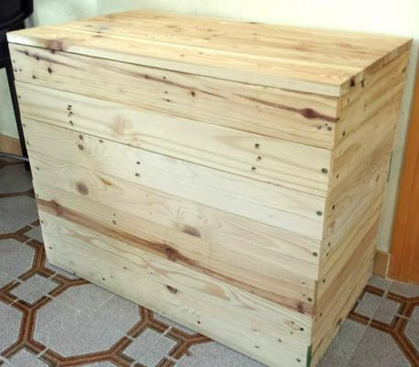 Baule in legno riciclato decorato paperblog for Baule cassapanca legno