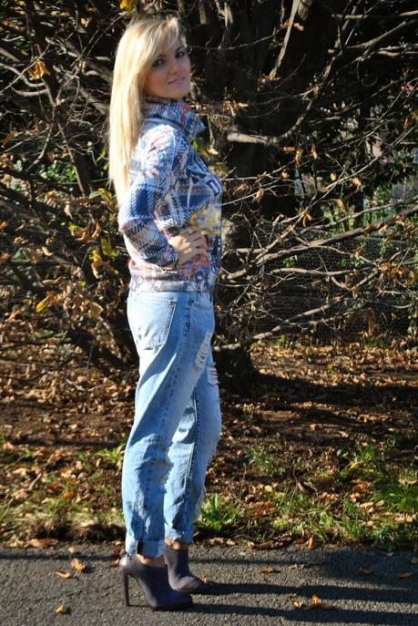 Outfit boyfriend ripped jeans sweatshirt and heels - Pimkie boyfriend jeans ...