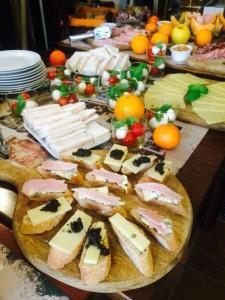 Il 21 ottobre 2014 ha inaugurato a Torino il ristorante argentino Volver al mundo, che propone ricette internazionali reinterpretate dalla cucina argentina.