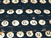 Penna, macchina scrivere, tablet: strumenti dello scrivere.