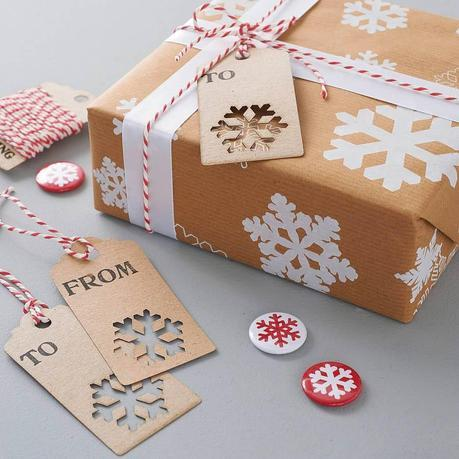 recycled-snowflakes-christmas-gift-wrap-set