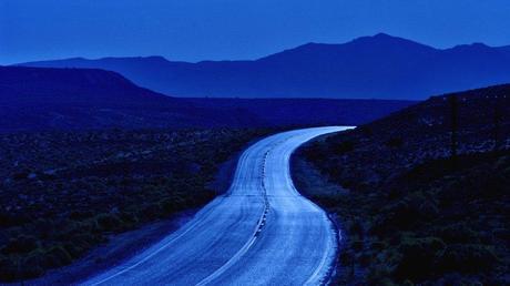 strada attraverso la valle della morte di notte File vettoriale